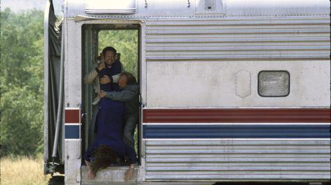 Schmeiß' die Mama aus dem Zug!